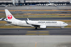 Japan Airlines Boeing 737-846 JA307J (Mark Harris photography) Tags: spotting plane aviation canon 5d japan haneda