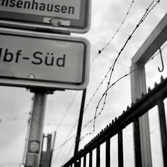 Barbed Wire (southbound) (ucn) Tags: rheinmetallweltax frankfurtammain street berggerpancro400 tessar75mmf35 filmdev:recipe=11570 agfastudional developer:brand=agfa developer:name=agfastudional