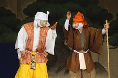Kyogen (Teruhide Tomori) Tags: 伝統行事 年中行事 祭 京都 日本 千本ゑんま堂狂言 引接寺 masque sembonemmadokyogen festival event mask stage tradition kyoto japan japon temple actor 演劇 舞台