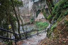 Caiguda de pedres, i potser també de persones (SantiMB.Photos) Tags: 2blog 2tumblr 2ig santjoandelesfonts garrotxa girona invierno winter basalto basalt escaleras stairs boscarró geo:lat=4221410460 geo:lon=250937340 geotagged santjoanlesfonts cataluna españa