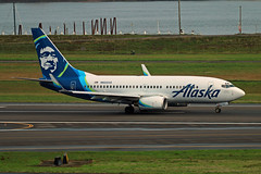 The Comfy Side Of Alaska (planephotoman) Tags: boeing 737 737700 737790 n622as alaskaairlines alaska airline airliner pdxaircraft portlandinternationalairport pdx kpdx