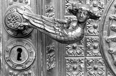 Hohe Domkirche St. Petrus (isfugl morten) Tags: hohedomkirchestpetrus koeln 2009 nikonfm3a nikkor5528 fp4 pmk