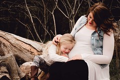 image (photographyfromthesoul) Tags: kitchener cambridge waterloo guelph cuddles kisses nature woods trees deadwood familyphotography maternity pregnancy