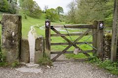 Squeeze and Five Bar Gate, Youlgrave (Kingsley_Allison) Tags: youlgrave peakdistrict derbyshire bakewell riverbradford walkers ramblers gate fivebargate nikon d7200 bradforddale
