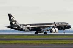 Air New Zealand Airbus A321 (Daniel Talbot) Tags: a21n akl airnewzealand airbus airbusa321 airbusa321neo auckland aucklandairport aucklandregion blacklivery nzaa newzealand northisland speciallivery teikaamāui zknna aircraft airplane airplanes airport autumn aviation maker oceania plane season seasons transportation