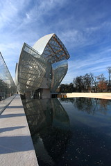 IMG_9466 Fondation Louis Vuitton By Frank Gehry (marklarmuseau) Tags: frankowengehry museum ©copyrightmarklarmuseau fondationlouisvuitton paris boisdeboulogne jardindacclimatation france