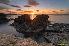 Llums de primavera. (Ernest Bech) Tags: catalunya girona costabrava llançà calabramant rocks roques aigua water albada amanecer sunrise seascape landscape longexposure llargaexposició llums lights