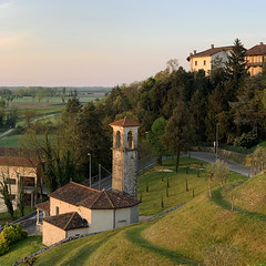 (Paolo Cozzarizza) Tags: italia friuliveneziagiulia pordenone spilimbergo panorama cielo alba chiesa castello alberi prato