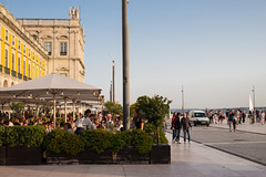 Cafe Life (romanboed) Tags: leica m 240 summilux 50 europe portugal lisbon city cityscape old town waterfront urban lisboa lisabon 里斯本 리스본 リスボン лиссабон لشبونة praca comercio cafe life outdoor spring afternoon sidewalk