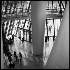 Inside of the Guggenheim Museum_Rolleiflex 3.5B (ksadjina) Tags: 12min 6x6 bilbao guggenheimmuseum kodak100tmax nikonsupercoolscan9000ed rodinal rolleiflex35b semanasanta silverfast spain analog blackwhite film scan