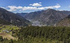Mirador del camí de les Fonts, Andorra (kike.matas) Tags: canon canoneos6d canonef1635f28liiusm kikematas camídelesfonts lesescaldes andorra andorre principatdandorra pirineos paisaje bosque montañas nubes senderismo excursión hiking lightroom6 aldea engolasters андорра primavera