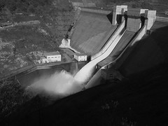 Discharge from the Crest gate (murozo) Tags: gassan dam crest gate discharge water spring tsuruoka yamagata japan ダム 月山ダム あさひ月山湖 クレストゲート 放流 鶴岡 山形 日本 春