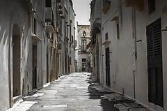201500690.jpg (markus.eymann@hotmail.ch) Tags: drausen grau stadt architektur strase gebäude fluchtlinien ungesättigt gallipoli provinzlecce italien katalog