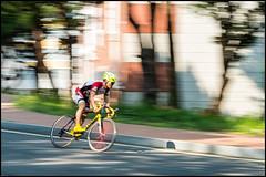 Panning for gold (hej_pk / Philip) Tags: fujifilm fuji xpro1 xp1 fujixpro1 gwangju kwangju sydkorea xf60mmf24r fujinon fujinonxf60mmf24r fujinon60mmf24r cykel cyklist bicycle cyclist panning panorering