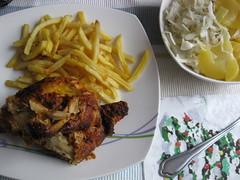 Grillhähnchen (✿ Esfira ✿) Tags: essen food grillhähnchen roastchicken pommesfrites frenchfries erdäpfelsalat kartoffelsalat potatosalad krautsalat coleslaw