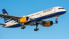 Icelandair 757-200 @CYYZ (Sonny Photography) Tags: cyyz yyz icelandair 752 757 757200 boeing toronto plane planespotting nikon 70300mm aviation vehicle