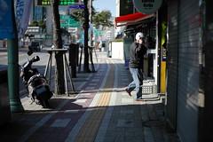 1126/1802 (june1777) Tags: snap street seoul night light bokeh kyocera contax n digital ndigital nd carl zeiss planar 50mm f14 25