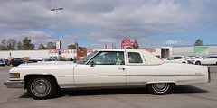 1976 Cadillac De Ville (crusaderstgeorge) Tags: crusaderstgeorge cars classiccars 1976cadillacdevilleps 1976 cadillac de ville ps whitecars white americancars americanclassiccars americancarsinsweden gävle gävleborg sweden sverige