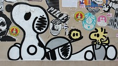 Dark Snoopy_5592 rue Alphand Paris 13 (meuh1246) Tags: streetart paris paris13 butteauxcailles darksnoopy ruealphand snoopy animaux chien oiseau