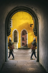 De-paso (monsugar) Tags: textura luces sombras puerta arquitectura art photo color personas gente composicion edificio portugal sintra