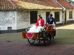 bruiloft in bakfiets Grote Kerkhof Deventer (willemalink2) Tags: bruiloft bakfiets grote kerkhof deventer
