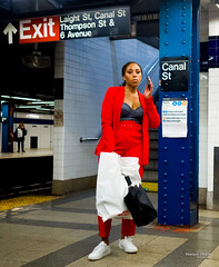 The New Yorkers - Canal Street Station (François Escriva) Tags: street streetphotography us usa nyc ny new york people candid olympus omd photo rue light woman colors manhattan canal station undergound tube subway metro red blue cute phone fashion bag