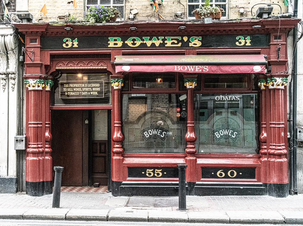 BOWES LOUNGE AND BAR FLEET STREET [ONE OF THE FEW REMAINING VICTORIAN PUBS IN DUBLIN]-152366