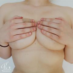 IMG_1226 cropped (kopia) (kimmeh_the_weird) Tags: body bodyacceptance bodyappreciation bodypositive bodypositivity femalebody swedishphotographer selfportrait selflove nude nudity soft portrait portraiture