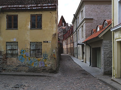 'Tallinn Old Town' (Timster1973 - thanks for the 16 million views!) Tags: tallinn oldtown estonia europe old street streets cobbled timknifton timster1973 canon walkswithnon canonmirrorless travel mirrorless canonm3 1122mm wide house home decaying decay dereliction derelict non architecture tallinnoldtown reval