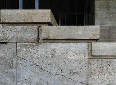 The crack (frankdorgathen) Tags: banal mundane ruhrpott ruhrgebiet mülheimanderruhr alpha6000 sony1018mm gebäude building cityhall townhall stadthalle stein stone ris crack
