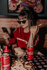 IMG_9597 (Alessandrokelvin) Tags: photoshoot ensaio food cocacola coca eyes model red canon canon6d portrait lanche light sensual oculos cellphone