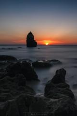 Sunrise in Algarve (Nat_L2_photographies) Tags: portugal algarve lagos eau sea water atlantique océan sunrise levant soleil sun rochers rock