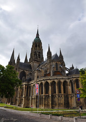 Notre Dame in Bayeux (DameBoudicca) Tags: france frankreich frankrike francia フランス normandie normandy normandía normandia ノルマンディー bayeux バイユー notredame medeltiden middleages medioevo medieval edadmedia moyenâge mittelalter 中世 cathedral cathédrale cattedrale catedral katedral 大聖堂 church kirche kyrka église chiesa iglesia 教会堂 romanesque romansk romanik románica romane romanica ロマネスク建築 gothic gotik gotisk gótico gothique gotico ゴシック建築