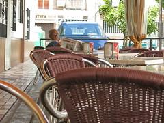 Observo a la gente que me rodea (Micheo) Tags: spain españa unmomentoderelax bar bares andalucia