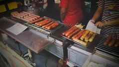 街邊攤販-1 (馬克杯杯♪) Tags: 小吃 路邊攤 攤販 台灣小吃 香腸攤 雞肉捲 和平老街 大溪老街 觀光景點 老街