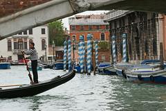 """Gondolier dans le """"Bleu Venise"""". (caramoul25) Tags: venise venice venezia bleu gondole gondolier pont couvreurs caramoul25"""