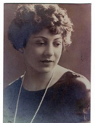 my  mother - R.I.P. (the foreign photographer - ฝรั่งถ่) Tags: mother scanned photo 1920s glamour woman young necklace pearl