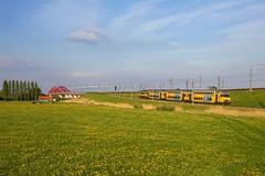 NS trein 5670 Zwolle - Utrecht Centraal  - Hattem (Rene_Potsdam) Tags: hattem nederland dubbeldekker railroad treinen trenes trains züge europe europa gelderland spoorwegen nederlandsespoorwegen