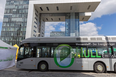 Brennstoffzellen-Hybrid eingesetzt als Stadtbus in Köln, fährt mit umweltfreundlichem Wasserstoff-Antrieb (verchmarco) Tags: köln nordrheinwestfalen deutschland business geschäft vehicle fahrzeug noperson keineperson transportationsystem transportsystem bus modern travel reise city stadt car auto road strase outdoors drausen industry industrie contemporary zeitgemäs traffic derverkehr architecture diearchitektur street urban städtisch railway eisenbahn building gebäude commerce handel2019 2020 2021 2022 2023 2024 2025 2026 2027 2028 2029 2030 naturaleza camera sport ice child coth5 interior dusk mono nikkor