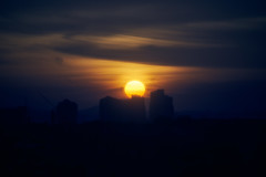 Setting sun (bdrc) Tags: asdgraphy malaysianphotographer sony sonyalpha sonyalphamy sonyalphauniverse sonyimages sonymalaysia sonyphotography sonyuniverse a7iii a7m3 fullframe minolta 75300mm f4556 tele zoom sunset evening dusk goldenhour city urban landscape scenery kl petalingjaya pj malaysia skyline cloud sun