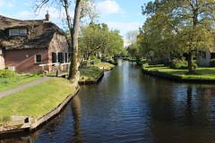 Giethoorn - Dwarsgracht (Davydutchy) Tags: trn tatra register nederland giethoorn dwarsgracht overijssel netherlands niederlande paysbas holland gracht vaart canal waterway brêge brug bridge brücke pont voorjaarsrit may 2016