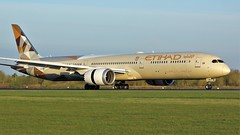 A6-BMB (AnDyMHoLdEn) Tags: etihad 787 egcc airport manchester manchesterairport 05r