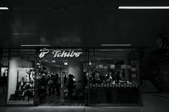 L.Monochrome D@central station, Düsseldorf 5 (Amselchen) Tags: city germany streetsnap people pedestrians urban citylife passengers station blackandwhite monochrome monotone leicadglens panasonicdcgx9 leicadgsummilux15f17