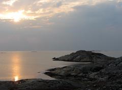 fotö (helena.e) Tags: helenae fotö husbil rv motorhome älsa solnedgång sunset water vatten himmel sky klippor sol sun