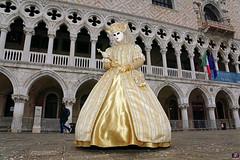 QUINTESSENZA VENEZIANA 2019 753 (aittouarsalain) Tags: venise venezia carnevale carnaval masque costume palazzoduccale reine