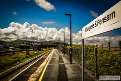 Abergele&PensarnRailStation2019.05.11-12 (Robert Mann MA Photography) Tags: abergelepensarnrailstation conwy northwales train trains railway railways station stations 2019 summer 11thmay2019 transportforwales tfwrail class175 coradia class158 supersprinter class150 sprinter
