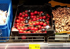 Gold Grocery (nothinginside) Tags: gold green grocery top price overpriced pricy pricey expansive supermarket veg vegetables shop 2019 tomatoes pomodori shopping malta rich gems diamond jewellery €€€ £££ ¥¥¥ vine cherry red