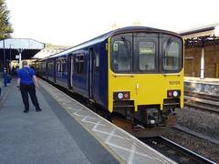 Northern 150128 @ Dewsbury (Sim0nTrains Photos) Tags: dewsburystation dewsburyrailwaystation dewsburytrainstation northtranspennine class150 sprinter northernclass150 class1501 brelyork brel dmu dieselmultipleunit northern northernrail 150128 exgreatwesternrailway northernrailways