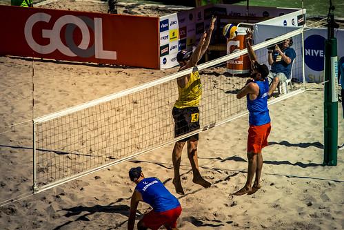 brazil-vs-usa-volleyball_32726033811_o