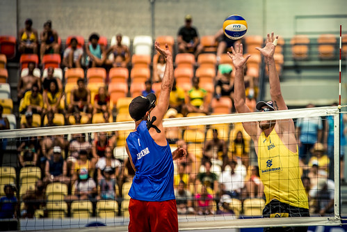 brazil-vs-usa-volleyball_32725996961_o